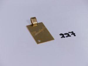 1 pendentif plaque en or orné d'un petit diamant (identité gravée,H4cm). PB 17,2g