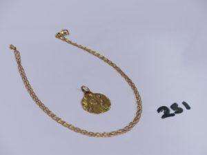 1 chaîne maille alternée en or (L52cm) et 1 médaille religieuse en or (verso gravé). PB 7,5g