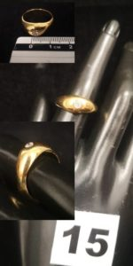 1 Bague jonc anglais en or orné d'un diamant ( TD 55). PB 10g