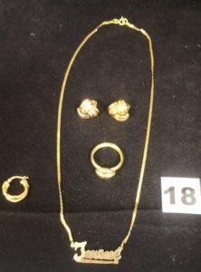 Lot casse: 1 bague, 2 boucles, 1 collier avec prénom et 1 créole. Le tout en or. PB 11,6g