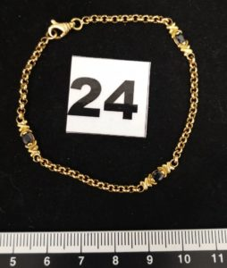 1 Bracelet en or maille alternée de pierres ( L 18cm, 1 chaton vide). PB 5,3g