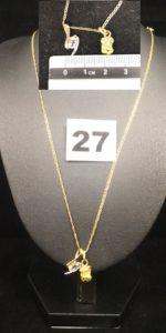 1 Chaîne fine maille marine (L 47cm) , 1 pendentif pépite en 22k sauf beliere et 1 pendentif bicolore orné d'une pierre bleue pâle. Le tout en or. PB 5,4g