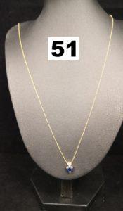 1 Collier en or maille forçat fine avec pendentif coulissant orné d'une pierre bleue taillée en coeur et de 3 petites pierres blanches (L 49cm). PB 1,9g