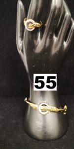 1 Bague à décors de cercles ornés de pierres noires et blanches (TD 57) et 1 Bracelet rigide ouvrant à decor assorti (6,2x 5,5cm). Le tout en or. PB 16,1g