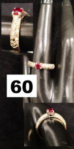 1 Bague en or gris réhaussée d'une pierre rouge et petits diamants ( 1 chaton vide TD 55). PB 4,3g