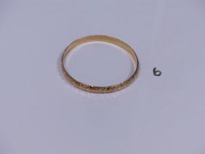 1 bracelet rigide et ouvragé en or (diamètre 6 cm). PB 11,6g