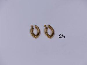 2 créoles en or de forme allongée. PB 6,2g