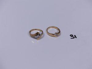 2 bagues en or (1 bicolore ornée de 2 petits diamants, 1 chaton vide, Td52)(1 ornée de 3 petits diamants Td52). PB 5,9g