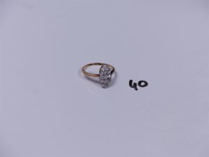1 bague marquise en or (Td55) ornée d'un pavage de petits diamants (Td55). PB 3g