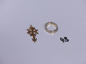 1 croix huguenotte en or et 1 alliance en or (intérieur gravé Td51). PB 5,6g