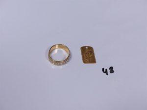 1 pendentif en or signe astrologique balance et 1 alliance en or (recto verso gravés, monture à redresser). PB 8,9g