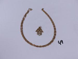 1 pendentif main en or (abîmé) et 1 chaîne maille torsadée en or (L56cm). PB 7,2g