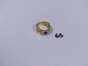 1 bague en or monture croisée ornée de 2 petits diamants et de petites pierres (Td56). PB 6,1g