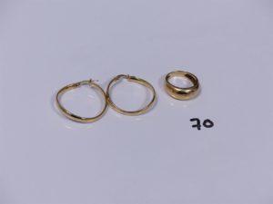 2 créoles en or et 1 bague demi-jonc en or (Td50). PB 6,2g