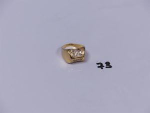 1 bague en or ornée de petites pierres blanches (Td52,1 chaton vide). PB 5g