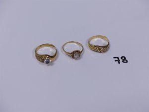 3 bagues en or (1 rehaussée d'une pierre blanche Td55)(2 ornées de petites pierres Td54). PB 7,1g