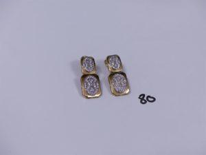 2 pendants à motifs articulés en or et ornés de pierres (fermoir à réparter). PB 13,8g