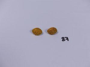 2 boucles en or à décor de petites boules (manque systèmes). PB 6,1g