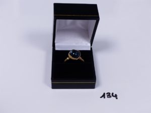 1 bague en or ornée d'une pierre voir Topaze blue London (Td56). PB 10,1g