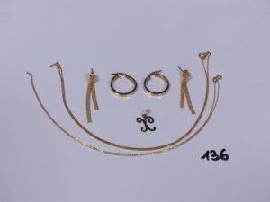 2 créoles, 1 pendentif lettre X, 2 pendants, 2 chaines fines (1 maille gourmette, L44cm)(1 maille forçat L42cm). Le tout en alliage 9K. PB 4,7g
