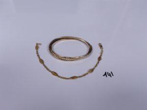 1 bracelet à motifs filigranés en or (L19cm) PB 6,8g + 1 bracelet semi-rigide en alliage 9k (très abimé) PB 7,1g . Total 13,9g