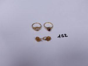 2 Bagues en or (1 ornée d'une pierre rouge entourage petits diamants, Td52)(1 ornée de petites pierres, Td53), 2 boucles en or. PB 5,9g