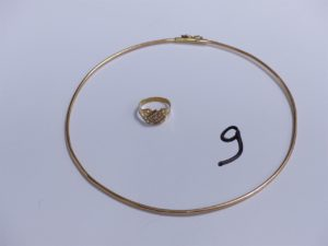 1 Bague en or ornée de petites pierres (Td50) et 1 collier ras de cou (Diamètre 12,5cm). PB 10,3g