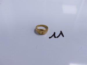 """1 Chevalière en or gravée de l'initiale """"M"""" (Td51). PB 4,5g"""