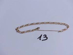 1 Bracelet en or maille alternée avec chaînette de sécurité (L20cm). PB 9,6g