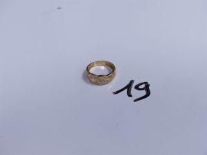 1 Bague en or motif central tréssé orné de petits diamants (Td54). PB 4g