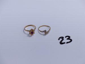 2 Bagues en or (1 à décor floral réhaussé d'une pierre rouge entourée de petits diamants, Td54)(1 bicolore réhaussée d'un petit diamant, Td53). PB 3,5g