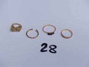 3 Bagues en or (1 à décor de têtes de béliers, Td42)(1 ornée de 3 petites pierres bleues, Td56)(1 cassée, manque la pierre centrale) et 1 alliance jarretière ornée d'un rang de petits diamants (Td52). PB 8,6g