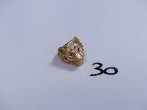1 Chevalière en or à décor d'une tête de lion ornée de pierres (Td58). PB 16,4g