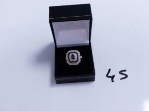 1 Bague en or ornée de petites pierres bleues entourage petits diamants (Td56). PB 4,8g