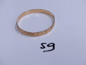 1 Bracelet en or rigide et ouvragé (Diamètre 6,5cm). PB 22,3g