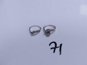2 Bagues en or (1 ornée d'un rang de petites pierres, 1 chaton vide, Td53)(1 ornée de petites pierres, Td54). PB 6,1g