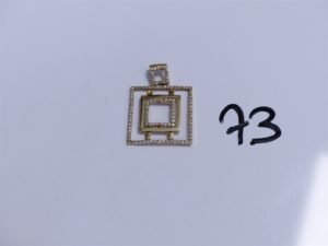 1 Pendentif en or orné de petites pierres. PB 4,5g