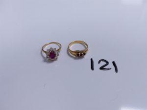 2 Bagues en or (1 à décor floral réhaussée d'une pierre rose entourée de pierres blanches, Td52)(1 ornée de 3 pierres roses et 2 petits diamants, Td53). PB 5,7g