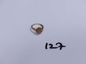 1 Bague en or à décor floral ornée de petits diamants (Td58). PB 4,9g