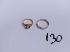 1 Bague en or réhaussée d'un camé (Td56) et 1 alliance en or (Td66). PB 6,7g