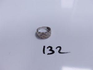 1 Bague en or ornée de petits diamants (Td55). PB 3,9g