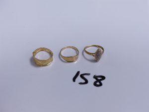 3 Bagues en or (1 ciselée, Td52)(1 ouvragée, abimée, Td52)(1 marquise ornée de petits diamants, Td53). PB 4,8g